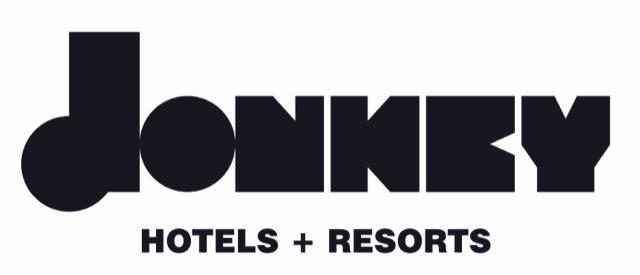 DonkeyHotels: Νέος παίκτης στον κλάδο φιλοξενίας με «άρωμα» 5 αστέρων και η επένδυση στη Σαντορίνη