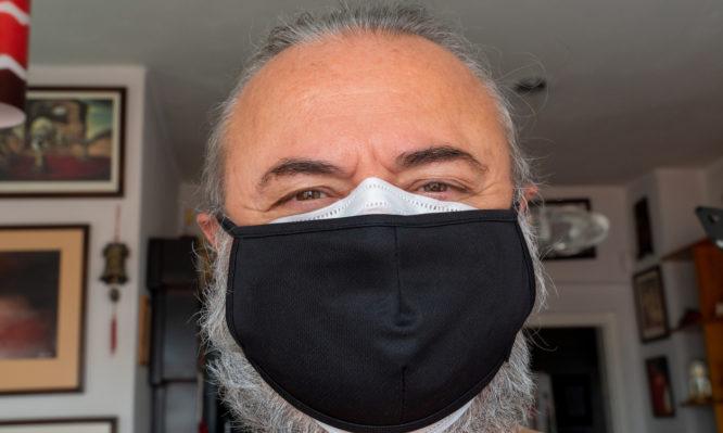 Κορονοϊός: Οι δύο τρόποι που κάνουν πιο αποτελεσματικές τις μάσκες