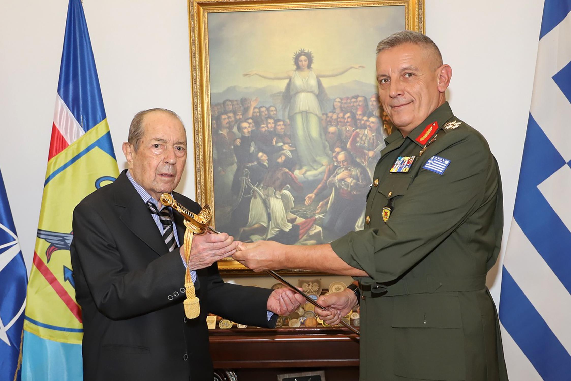 Εφοπλιστής δώρισε όλη την περιουσία του στις Ένοπλες Δυνάμεις – Το «ευχαριστώ» της Βουλής