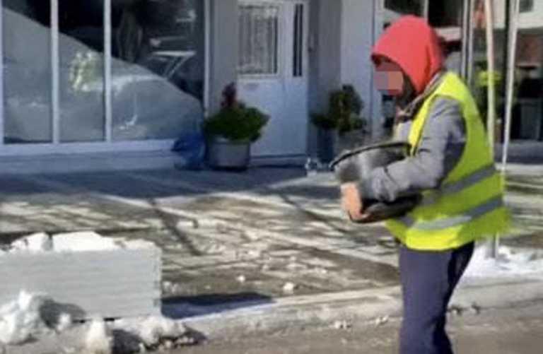 Καιρός – Εύβοια: Αλάτι με τις χούφτες στους παγωμένους δρόμους (pic)