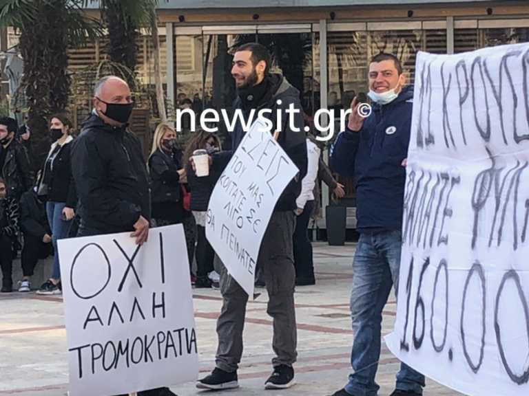 Lockdown – Εύοσμος: Βγήκαν ξανά στους δρόμους κατά των σκληρών μέτρων – Κάποιοι χωρίς μάσκες (pics)