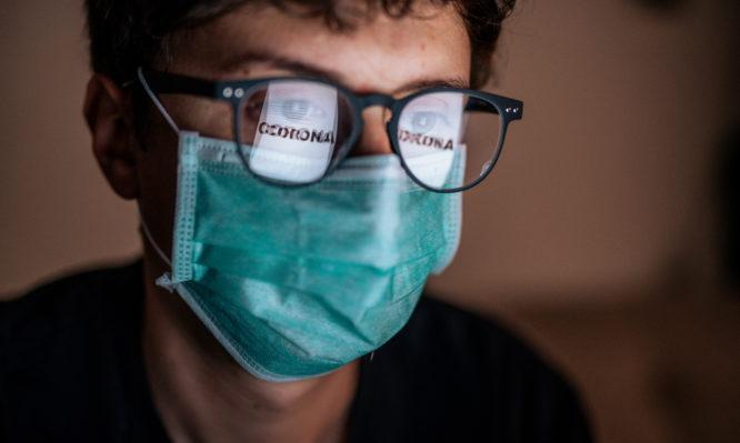 Κορονοϊός: Τι μπορεί να συμβεί αν φοράτε γυαλιά για τη μυωπία