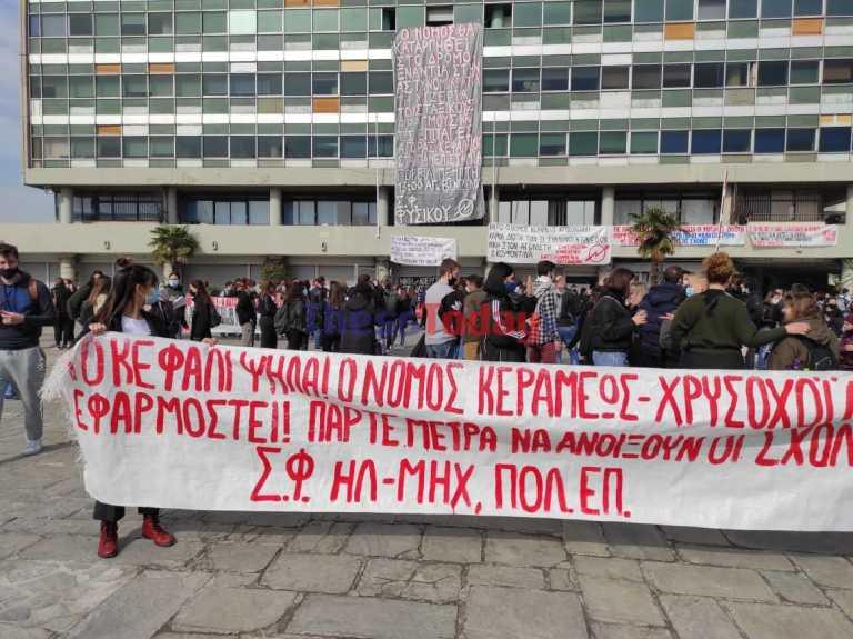 Θεσσαλονίκη: Οι φοιτητές ξανά στους δρόμους για τα επεισόδια στο ΑΠΘ και τις 31 συλλήψεις (video)