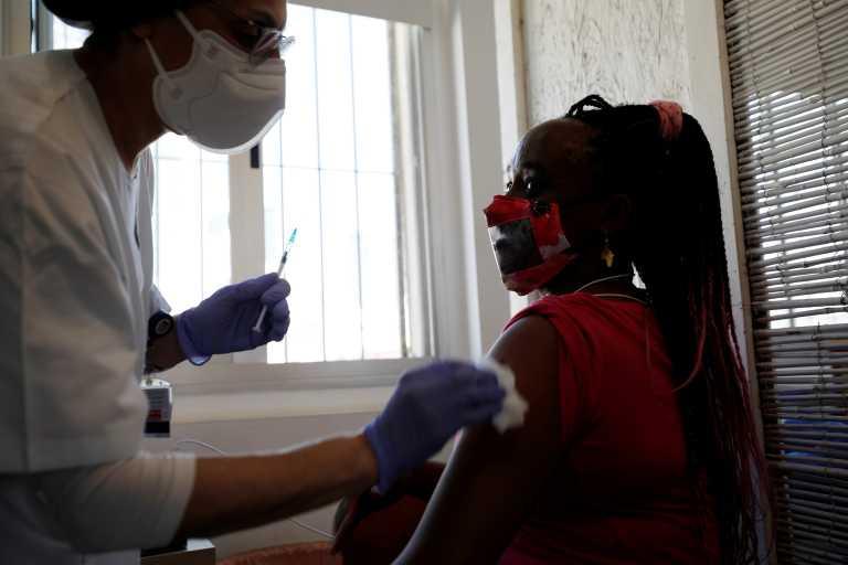 Νότια Αφρική: Άρχισε η εκστρατεία εμβολιασμού κατά του κορονοϊού
