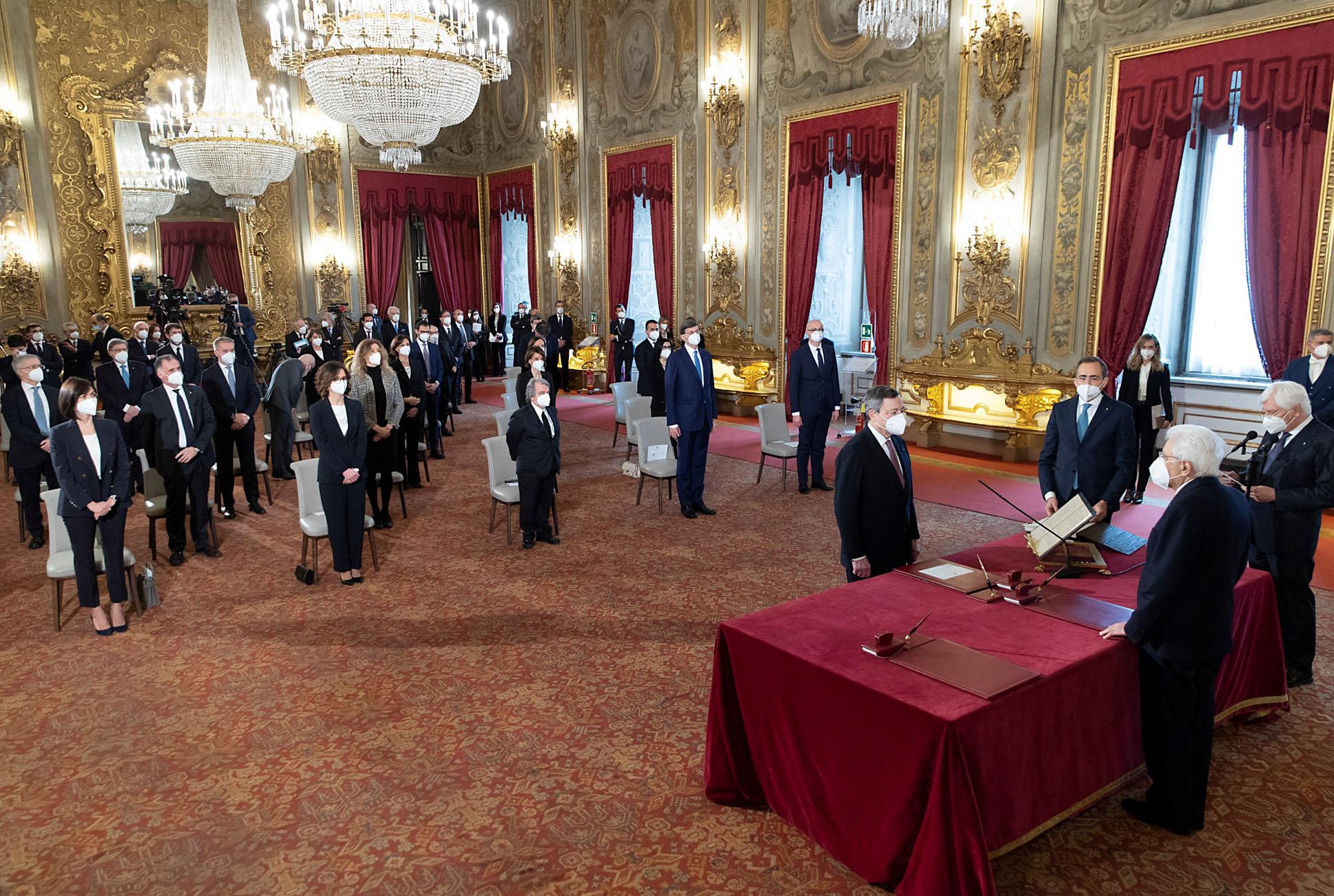 Ιταλία: Ορκίστηκε η κυβέρνηση Ντράγκι – Απολυμάνθηκε μέχρι και το χρυσό στυλό των υπογραφών