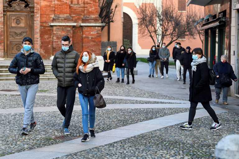 Ιταλία: Πολυκοσμία λόγω λιακάδας και κορονοπάρτι με Ισπανούς