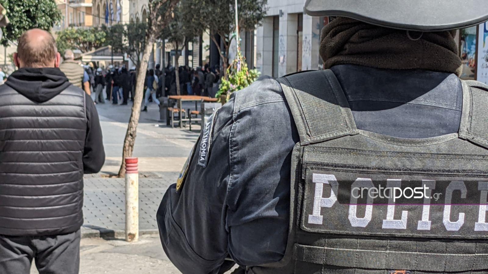 Ηράκλειο: Επεισόδια με ξύλο, χημικά και δακρυγόνα στην πορεία για τον Δημήτρη Κουφοντίνα (video)