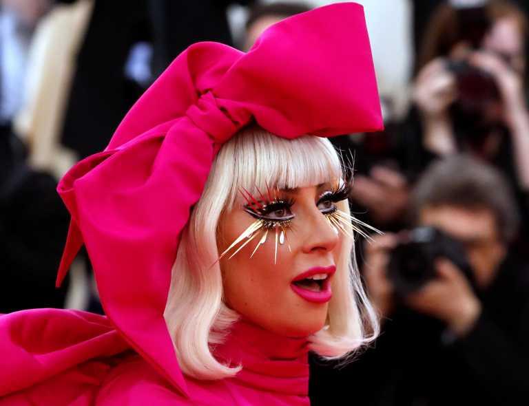 Lady Gaga: Στην αγκαλιά της και πάλι τα δυο σκυλάκια που της είχαν απαγάγει