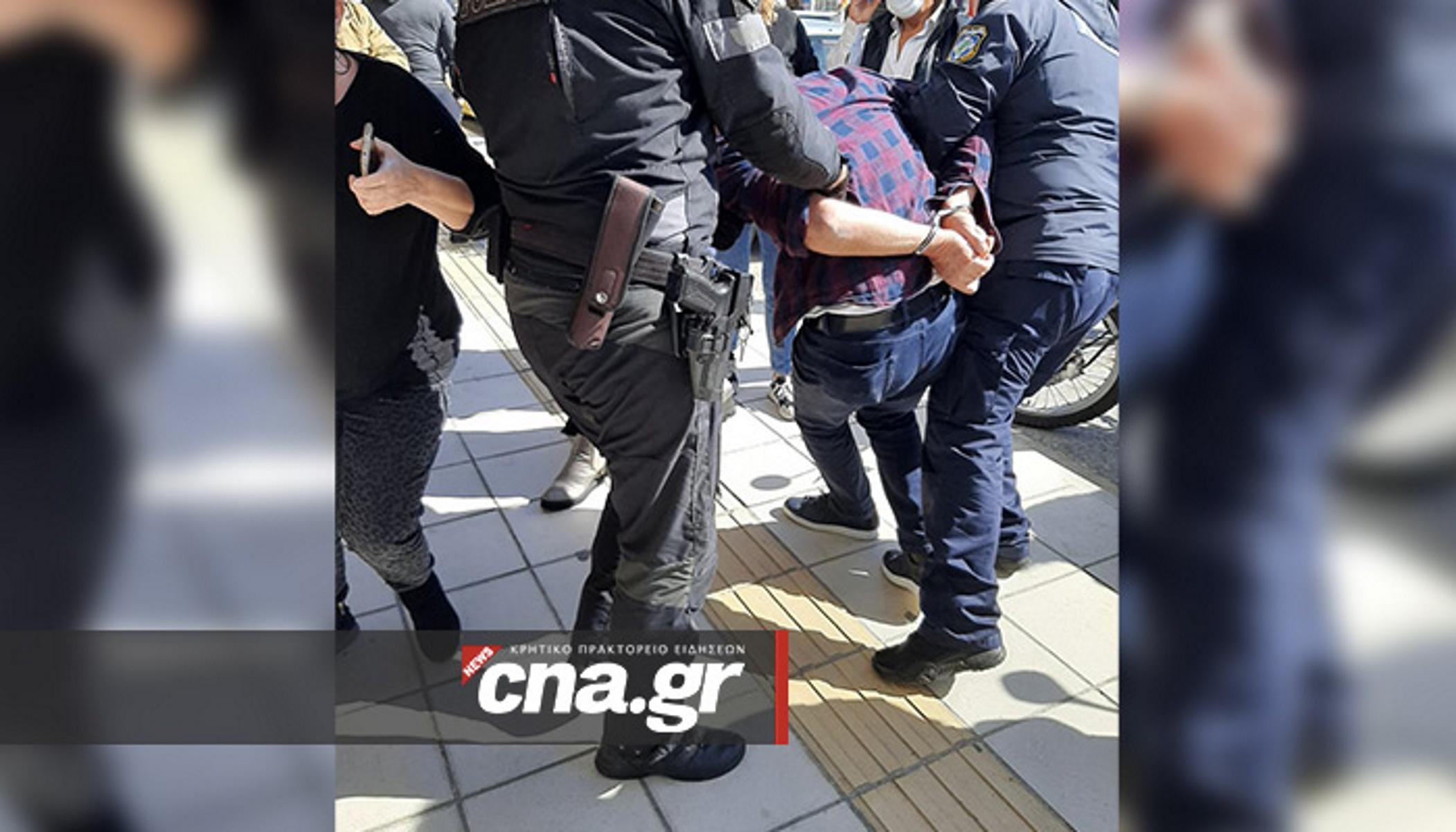 Λασίθι – κορονοϊός: Απίστευτο επεισόδιο μεταξύ αστυνομικών και αρνητή μάσκας (video)