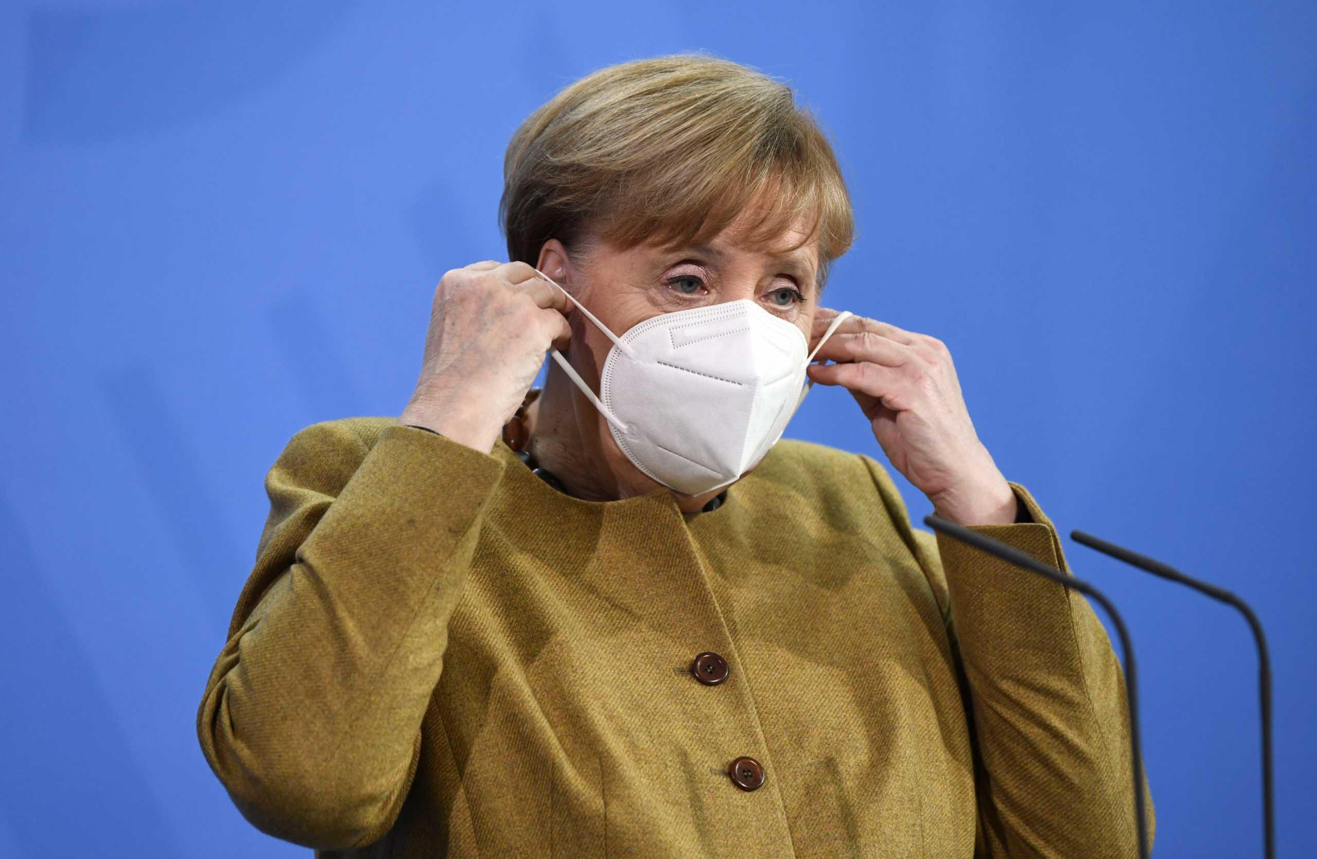 Η Μέρκελ υπέρ της δημιουργίας πιστοποιητικού εμβολιασμού στην ΕΕ