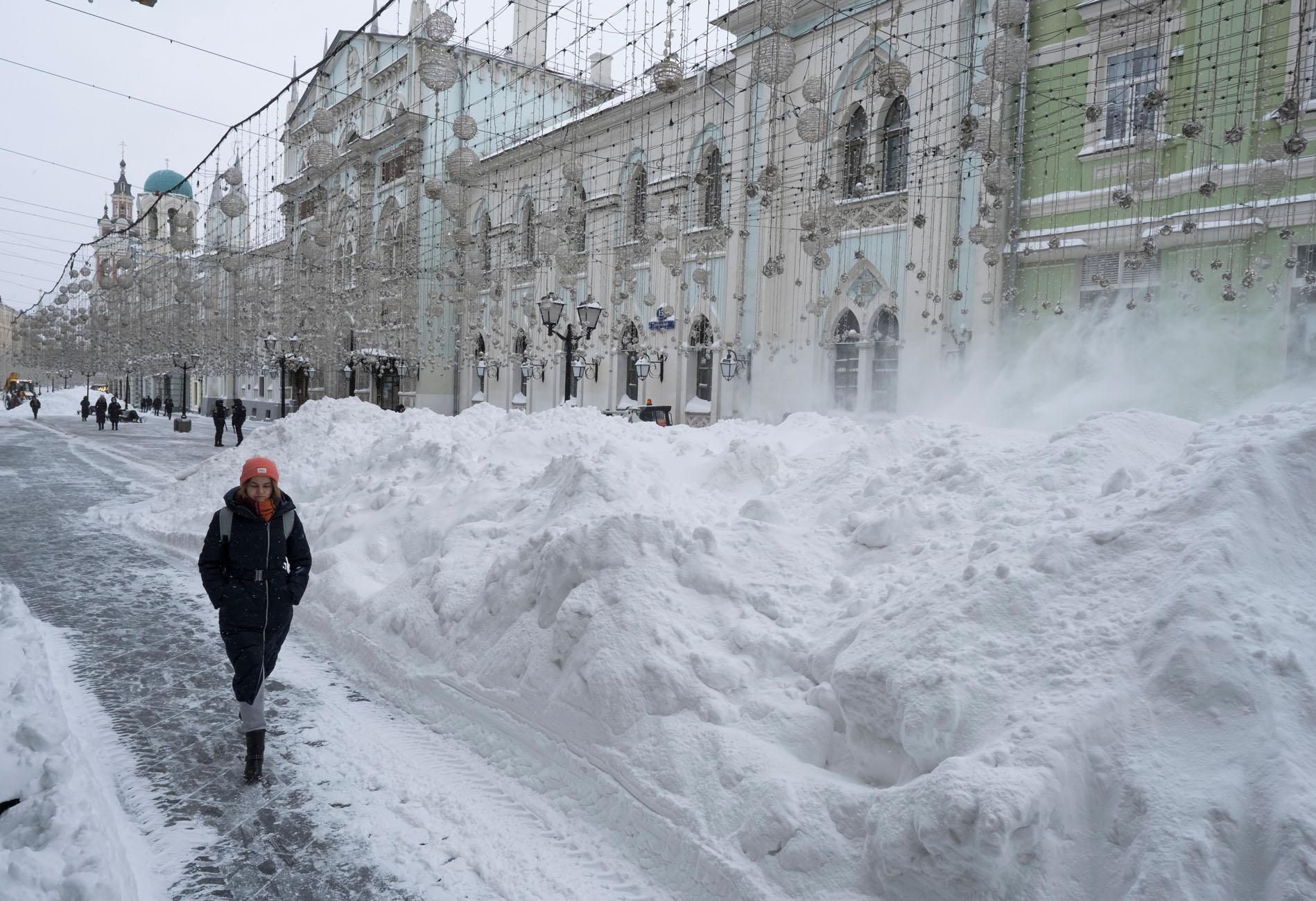 Ρωσία: Επέλαση του χιονιά στη Μόσχα – Προβλήματα στις μετακινήσεις και ακυρώσεις πτήσεων