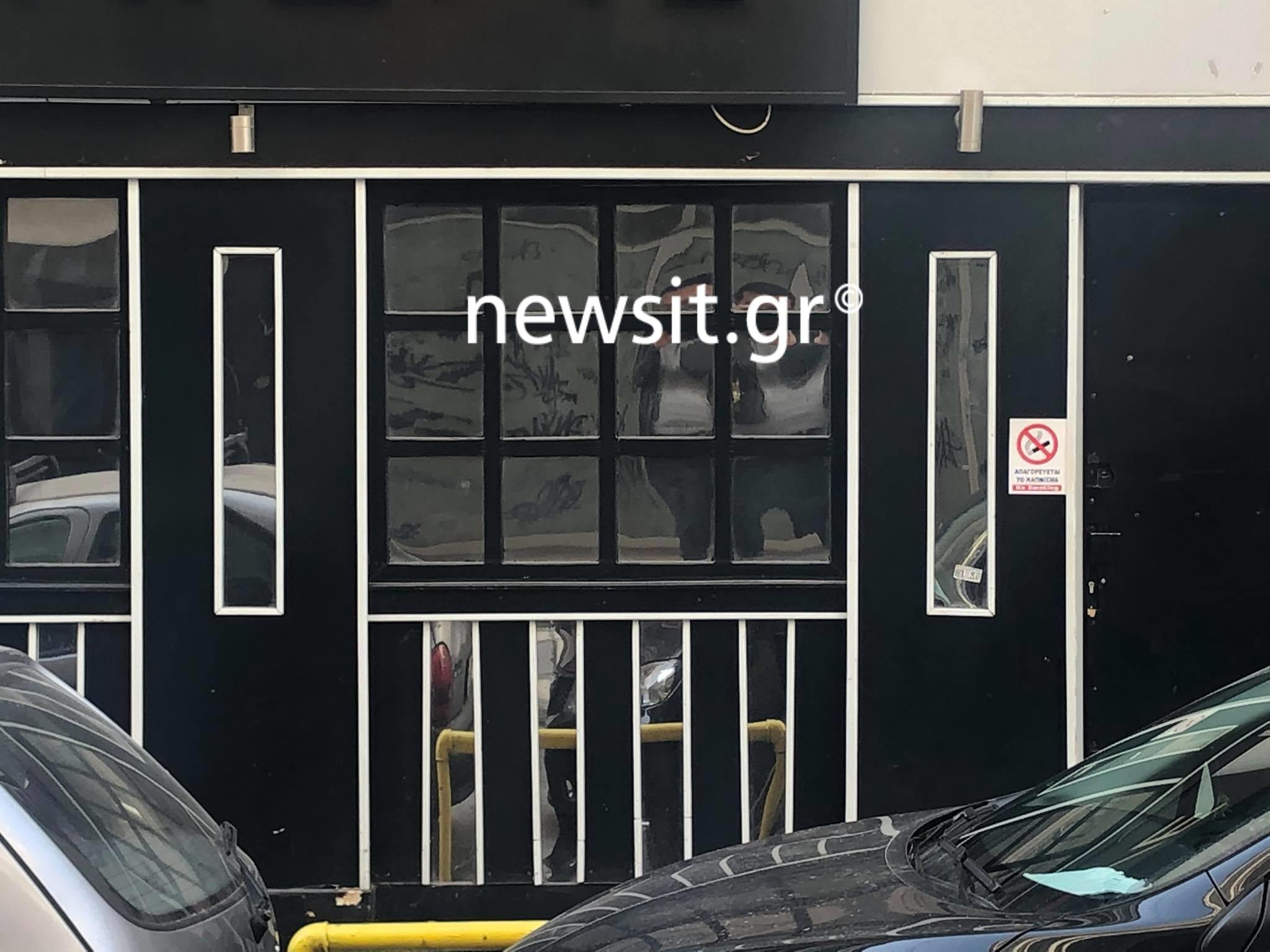 «Παρτάκι» σε μπαρ καμπαρέ της Θεσσαλονίκης – Τι αντίκρισαν οι αστυνομικοί