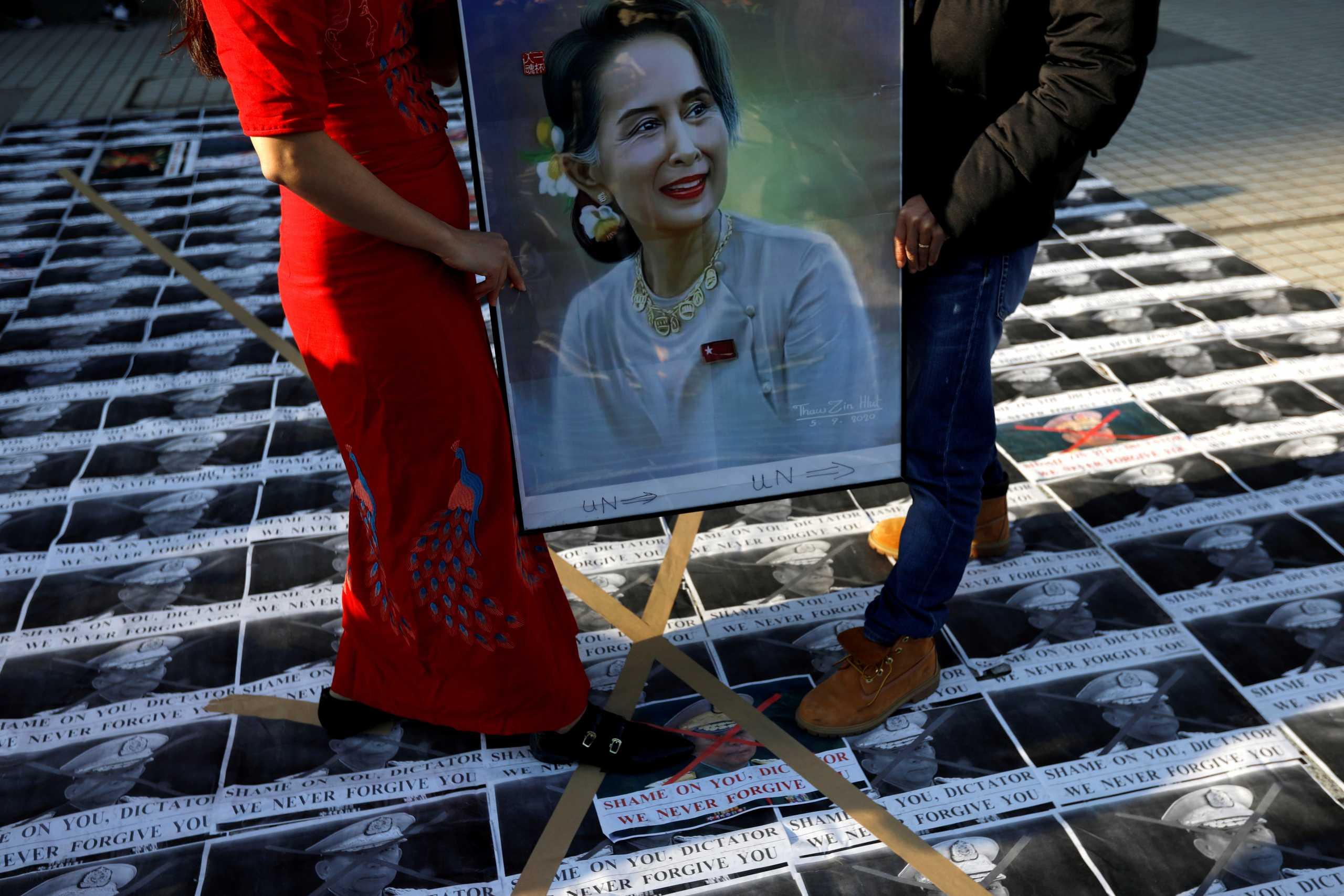 Πραξικόπημα στην Μιανμάρ: Την άμεση «απελευθέρωση» των πολιτικών που συνελήφθησαν ζητεί το κόμμα της Αούνγκ Σαν Σου Kι