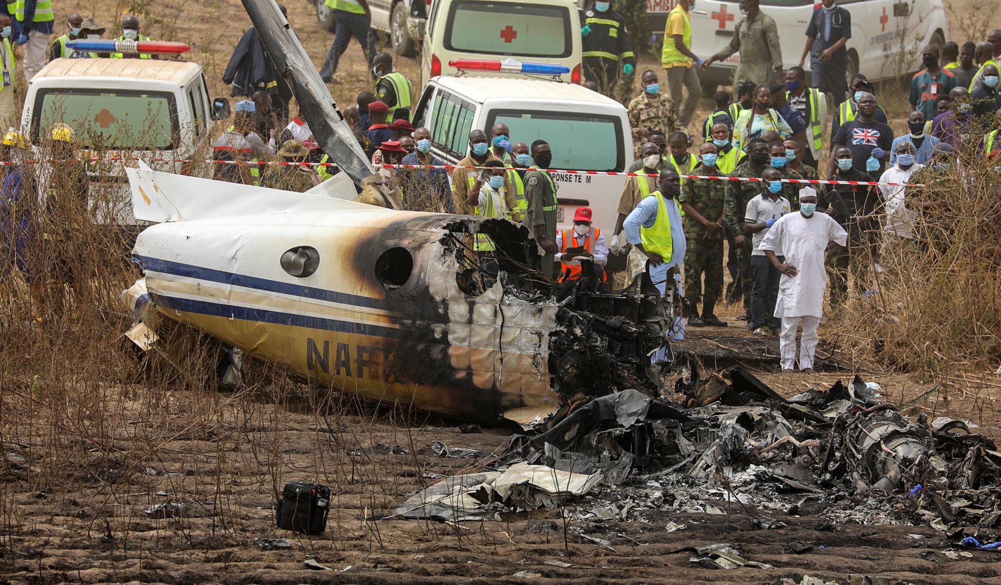 Νιγηρία: 7 νεκροί στη συντριβή στρατιωτικού αεροπλάνου (pics, video)