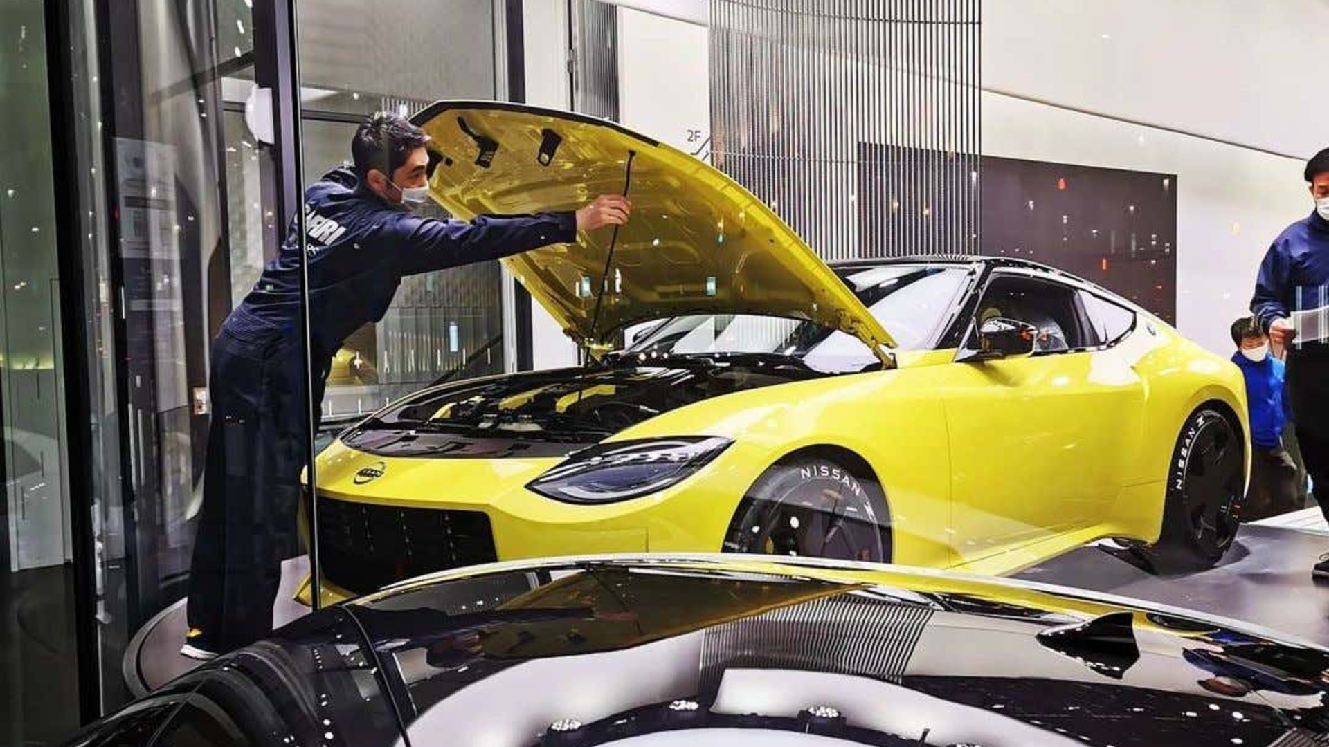 Τι κρύβεται κάτω από το καπό του Nissan Z;