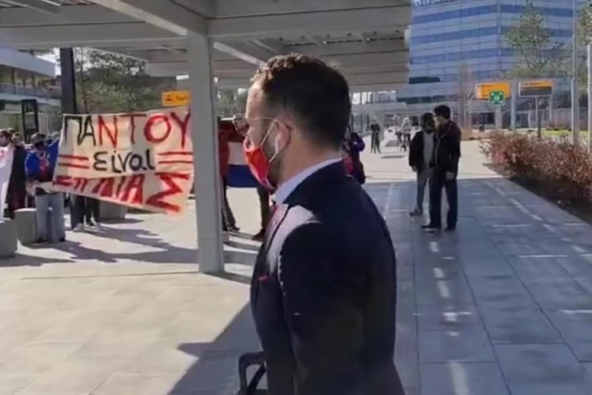 Αϊντχόφεν – Ολυμπιακός: Το μήνυμα «παντού είναι Πειραιάς» τον περίμενε στην Ολλανδία (video)