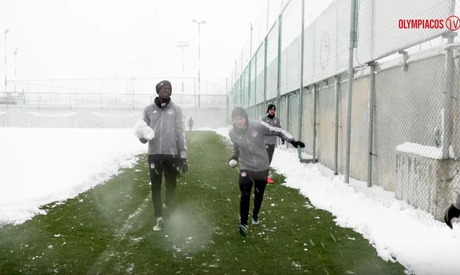 Ολυμπιακός: Προπόνηση με χιονοπόλεμο για τους Πειραιώτες (video)