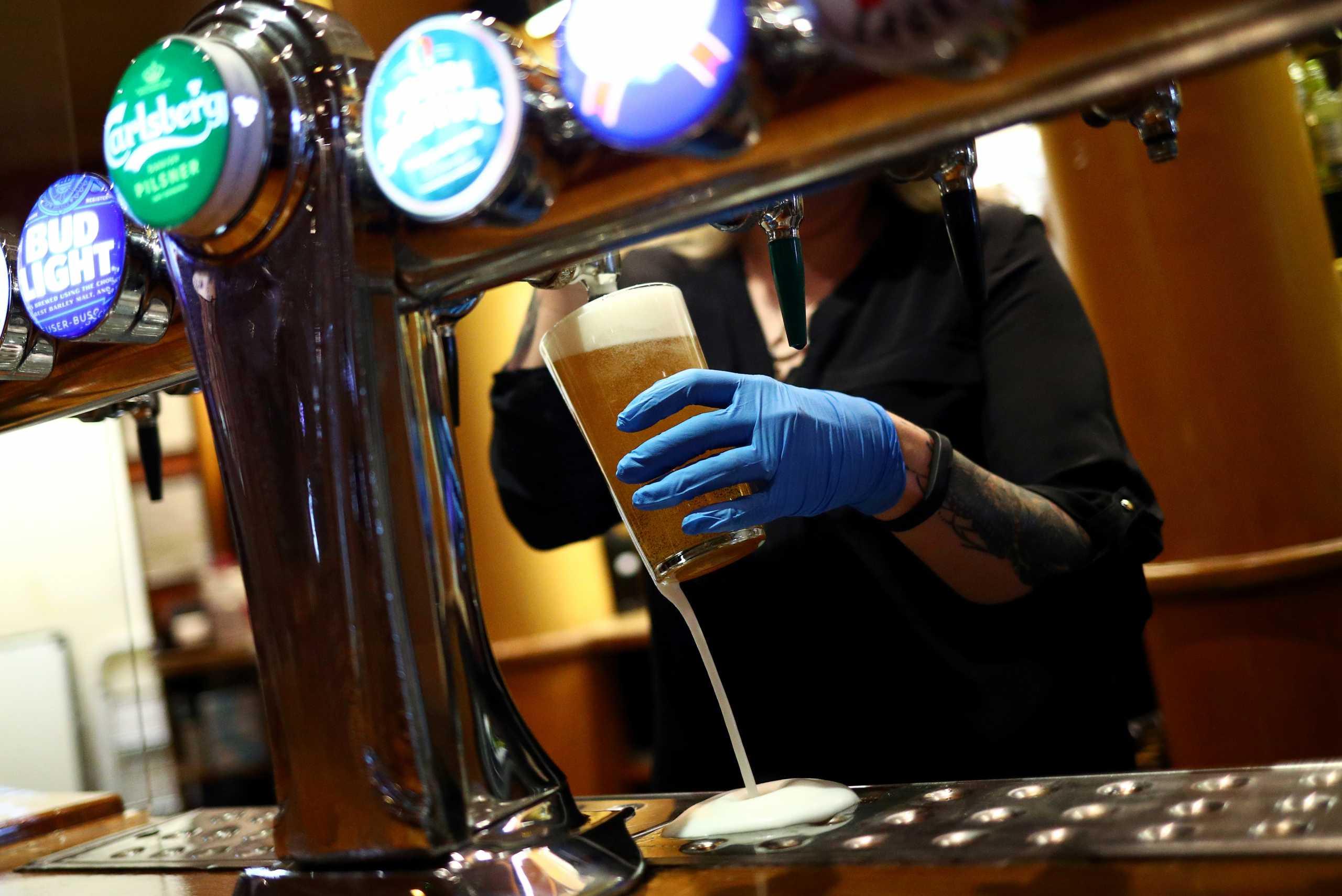 Ο κορονοϊός «χτύπησε» την κατανάλωση μπύρας στη Γερμανία – Ιστορικά χαμηλό επίπεδο