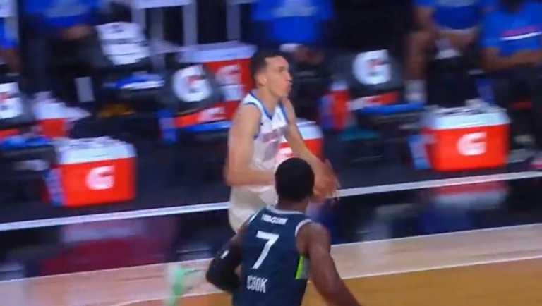 Ο Ποκουσέφσκι έκανε double-double με 19 ριμπάουντ (video)
