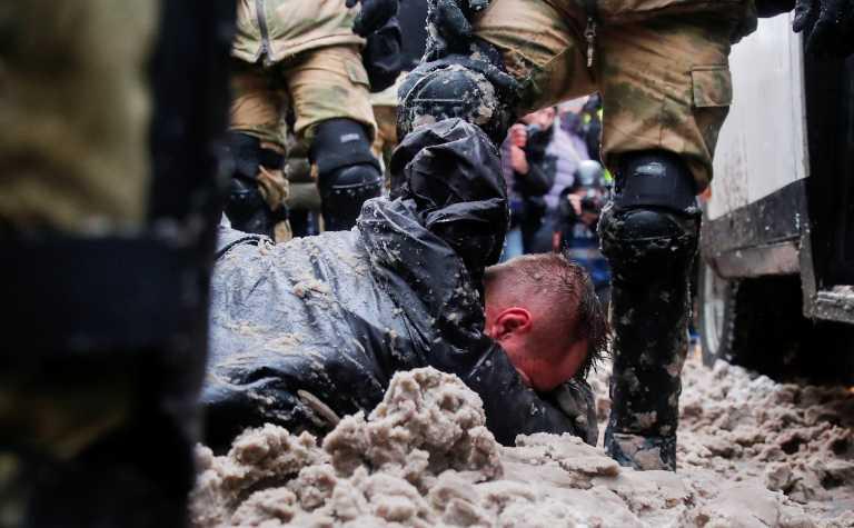 Ρωσία: Πάνω από 5.300 συλλήψεις στις διαδηλώσεις υπέρ Ναβάλνι (pics, vid)