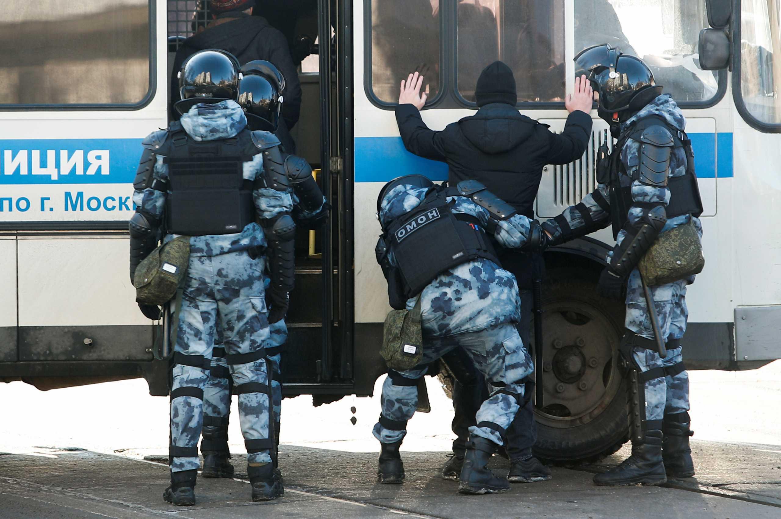Ρωσία: 112 συλλήψεις έξω από το δικαστήριο όπου πρόκειται να εμφανιστεί ο  Ναβάλνι (pics)