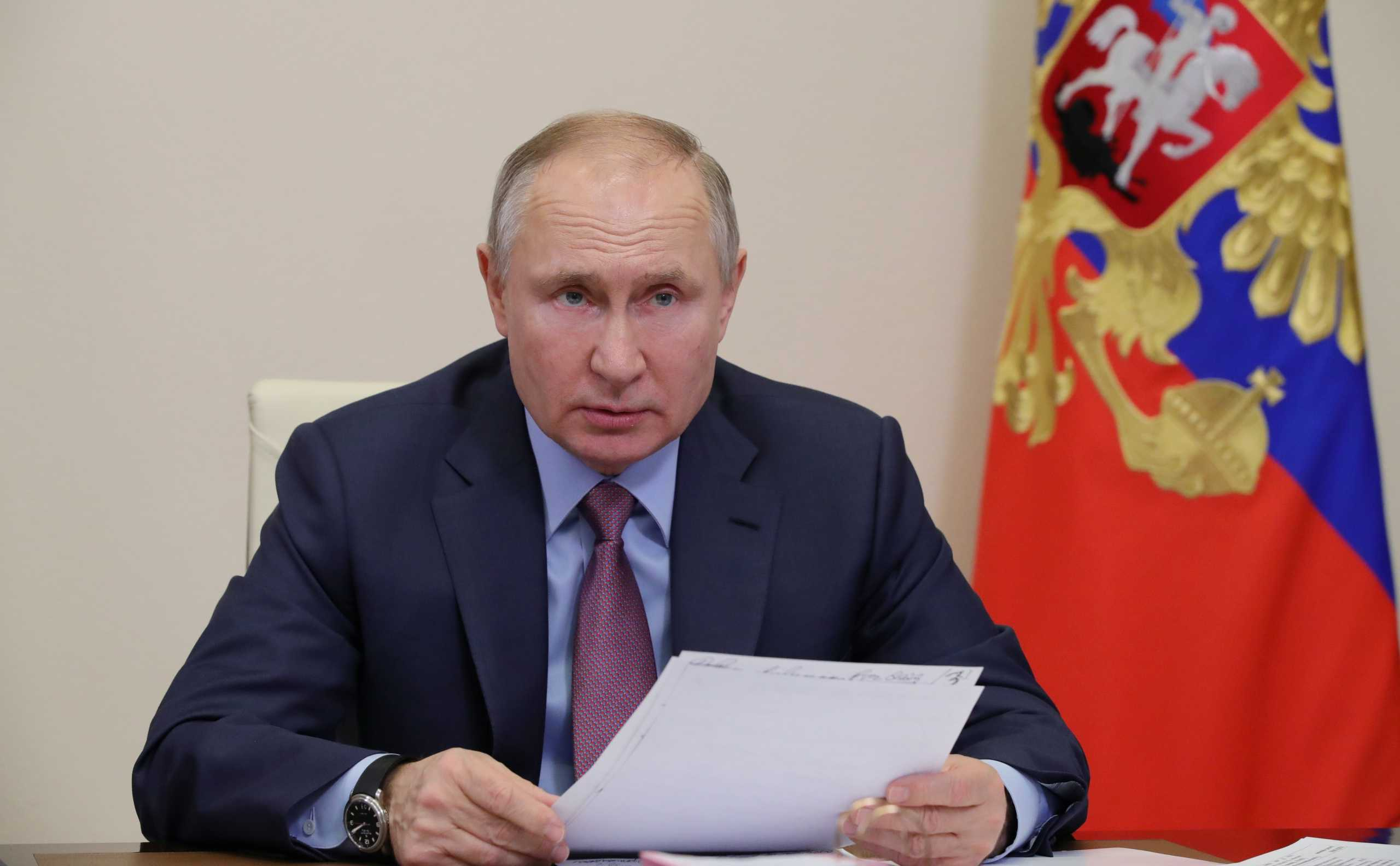 Εντολή Πούτιν να μελετηθεί η αποτελεσματικότητα των ρωσικών εμβολίων στις νέες μεταλλάξεις