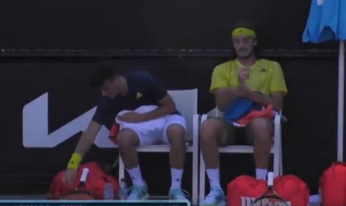 Australian Open: Στέφανος και Πέτρος Τσιτσιπάς «λύγισαν» στα τρία σετ (video)