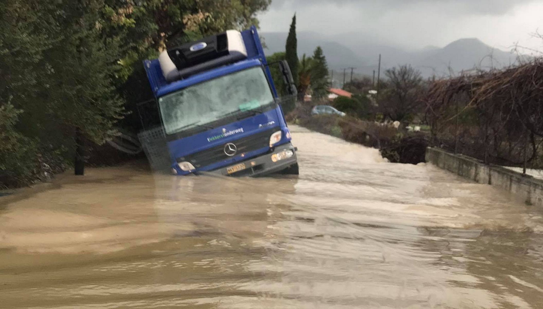 Καιρός – Σάμος: Πλημμυρισμένα σπίτια, κατολισθήσεις και κλειστά σχολεία (pics, video)