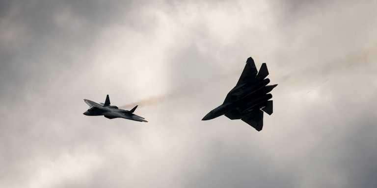 """Su-57: Ο stealth """"κατάδικος"""" της ρωσικής πολεμικής αεροπορίας δοκίμασε νέο υπερηχητικό πύραυλο;"""