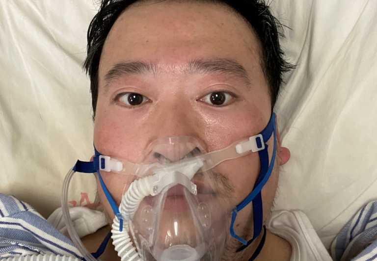 Κίνα: Χιλιάδες Κινέζοι αποτίουν φόρο τιμής στον γιατρό που σήμανε συναγερμό για τον νέο κορονοϊό