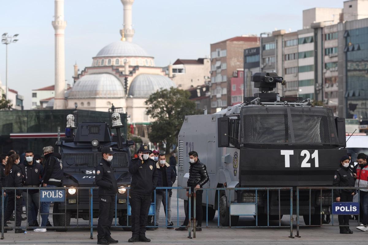 Τουρκία: Ξανά σε δίκη στέλεχος των «Δημοσιογράφων Χωρίς Σύνορα» με την κατηγορία της τρομοκρατίας