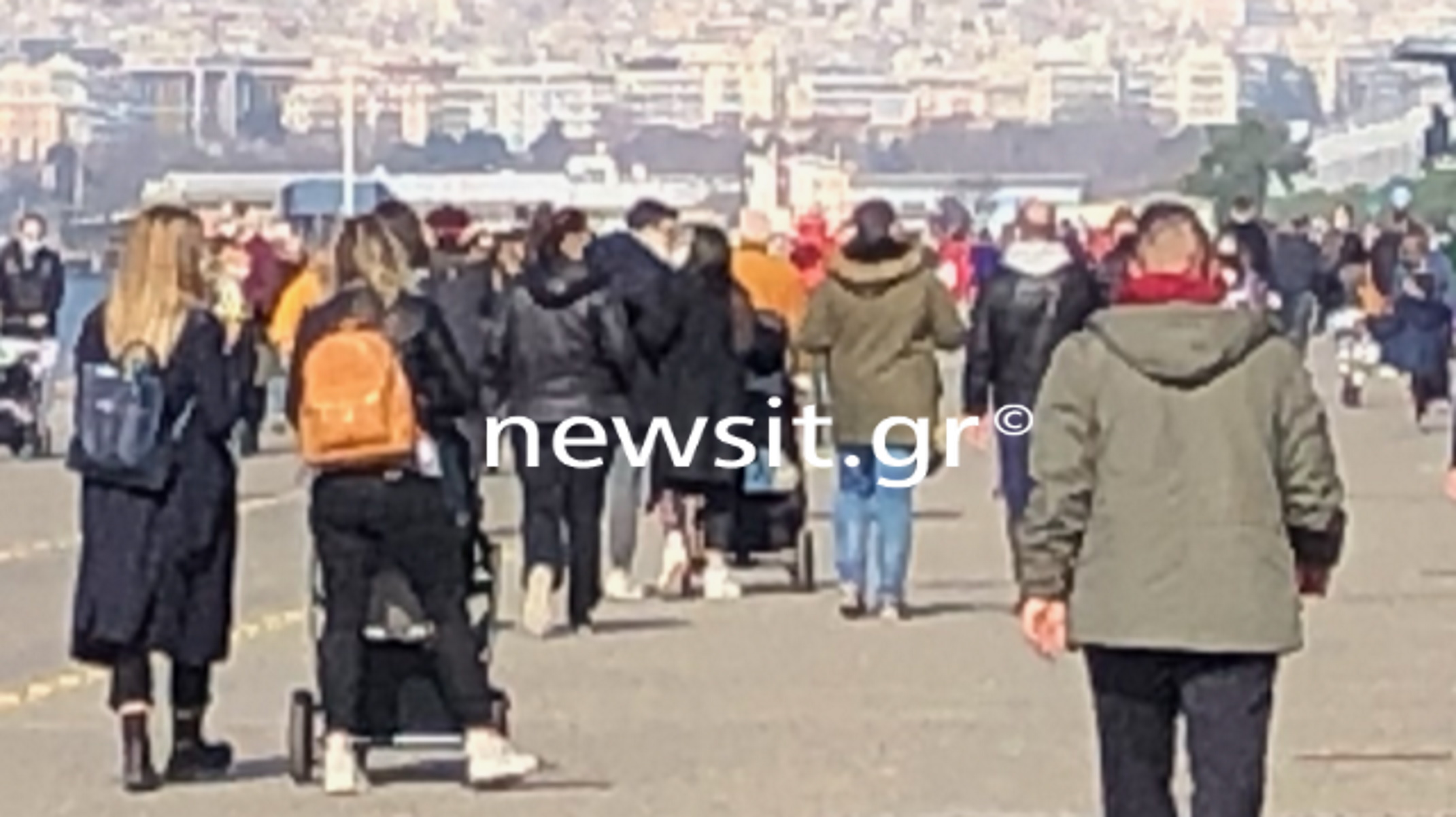 Θεσσαλονίκη: Χαλαρές βόλτες στην παραλία μέχρι τις 6 – Πρεμιέρα του σκληρού ολικού lockdown (pics)