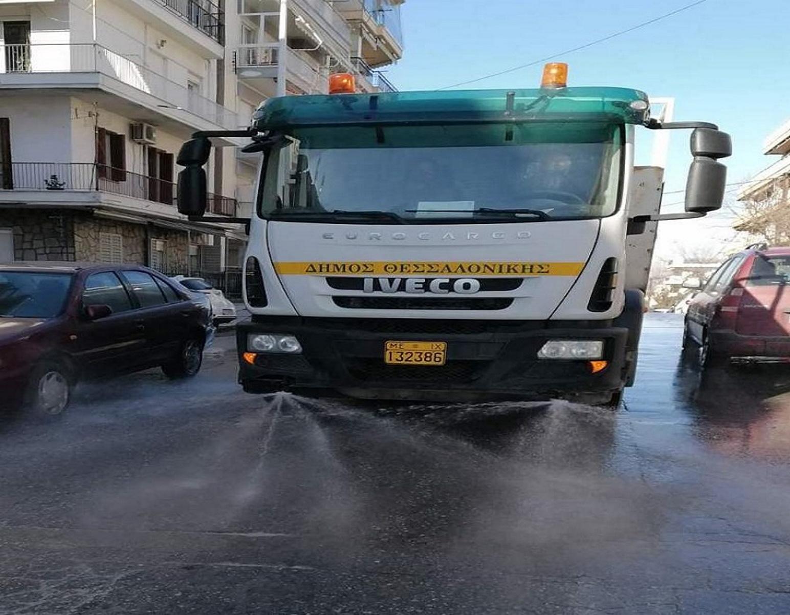Καιρός – Θεσσαλονίκη: Καθάρισαν δρόμοι και πεζοδρόμια από το αλάτι (pics)