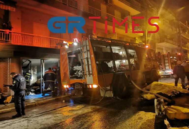 Θεσσαλονίκη: Φωτιά σε κατάστημα – Βρέθηκε άνδρας χωρίς τις αισθήσεις του (pics, video)