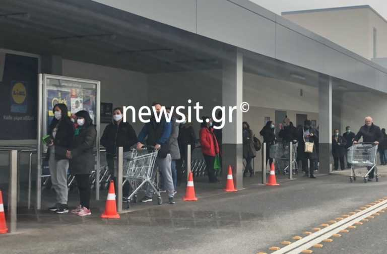 Lockdown – Θεσσαλονίκη: Ουρές έξω από τα μαγαζιά στην πρεμιέρα των σκληρότερων μέτρων (pics)