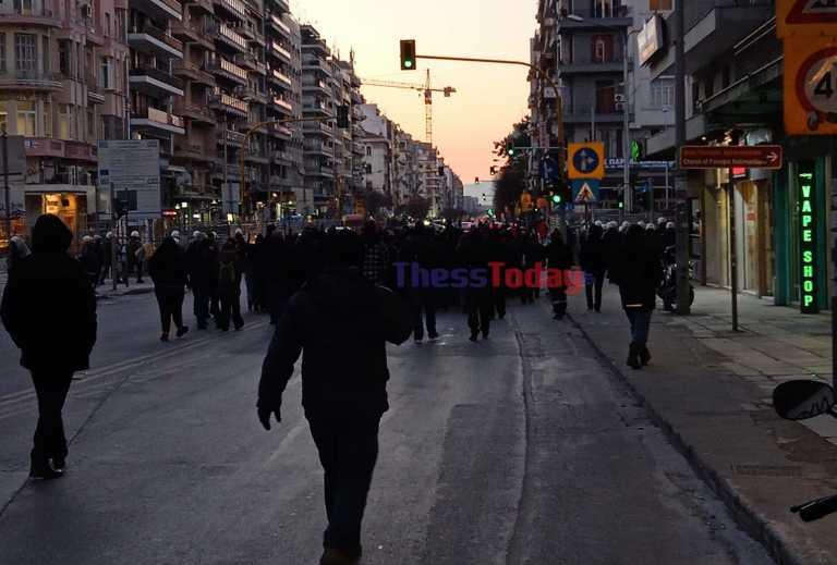 Θεσσαλονίκη: Πορεία για Κουφοντίνα – Παρακολουθεί διακριτικά η αστυνομία (pics, video)
