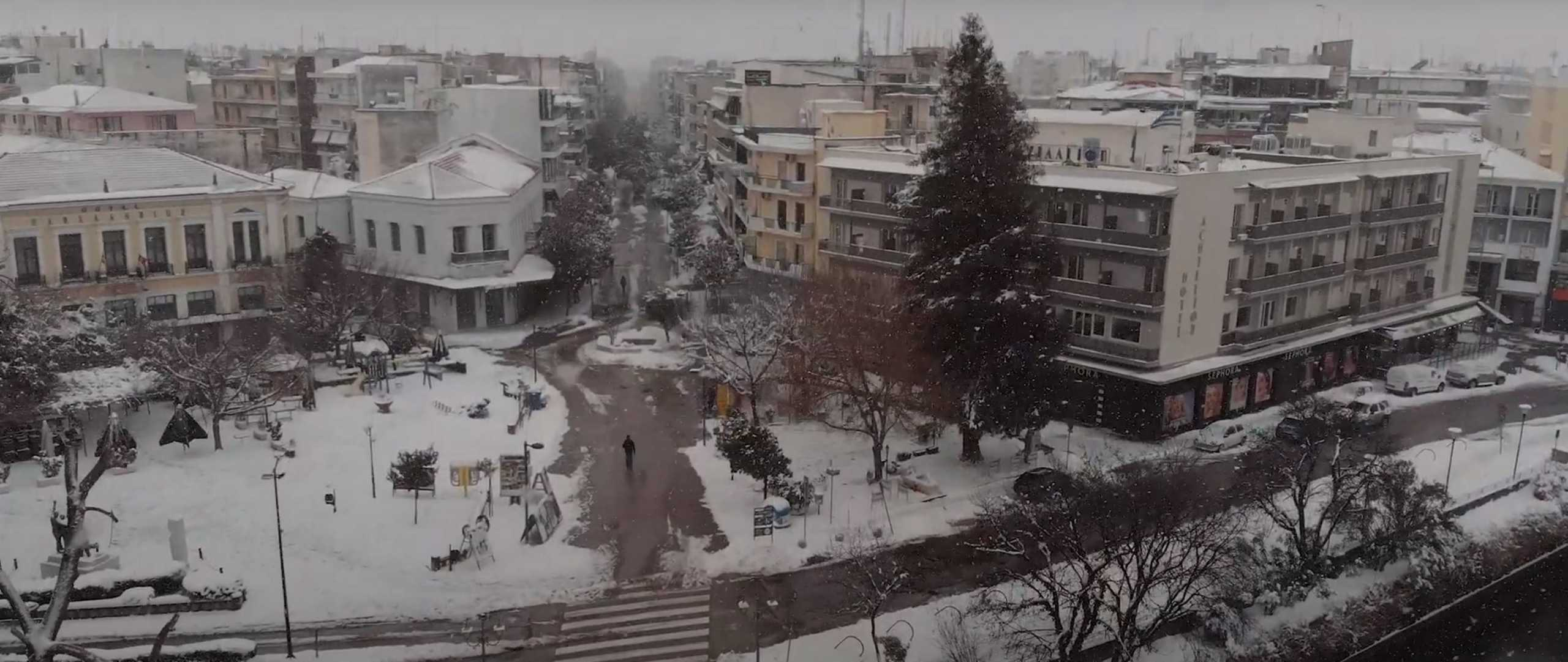 Καιρός – Τρίκαλα: Μαγευτικά πλάνα της κατάλευκης πόλης από drone