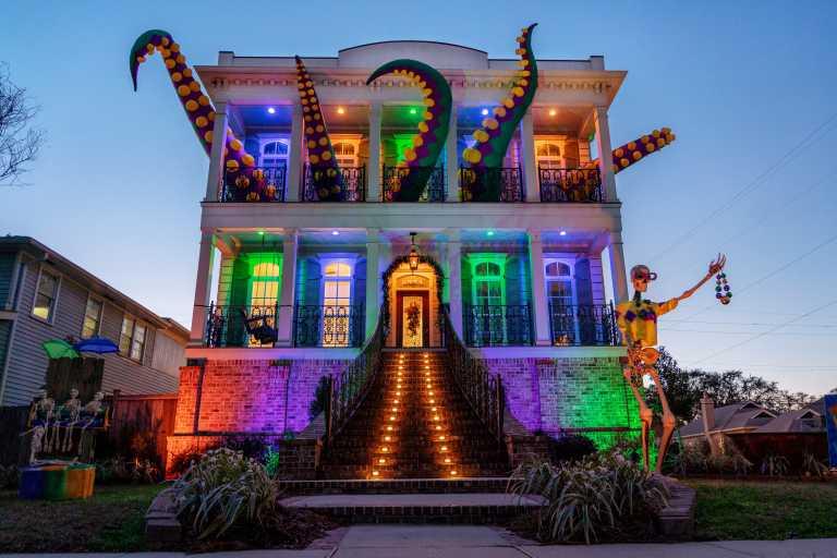 Mardi Gras: Ο κορονοϊός δεν «σκότωσε» το καρναβάλι της Νέας Ορλεάνης – Έφτιαξαν «σπίτια-άρματα» (pics, vids)