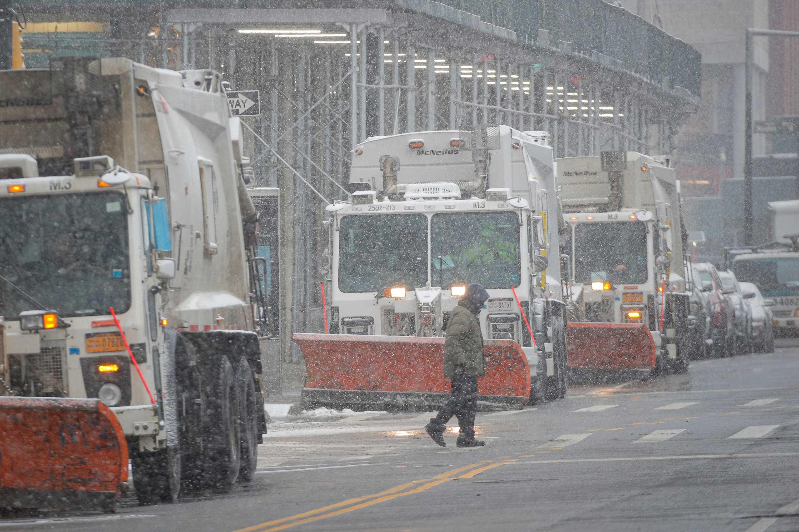 Παραλύουν από τον χιονιά οι ΗΠΑ: Τους 34 έφθασαν οι νεκροί – 500.000 νοικοκυριά ακόμη χωρίς ρεύμα (pics, vids)