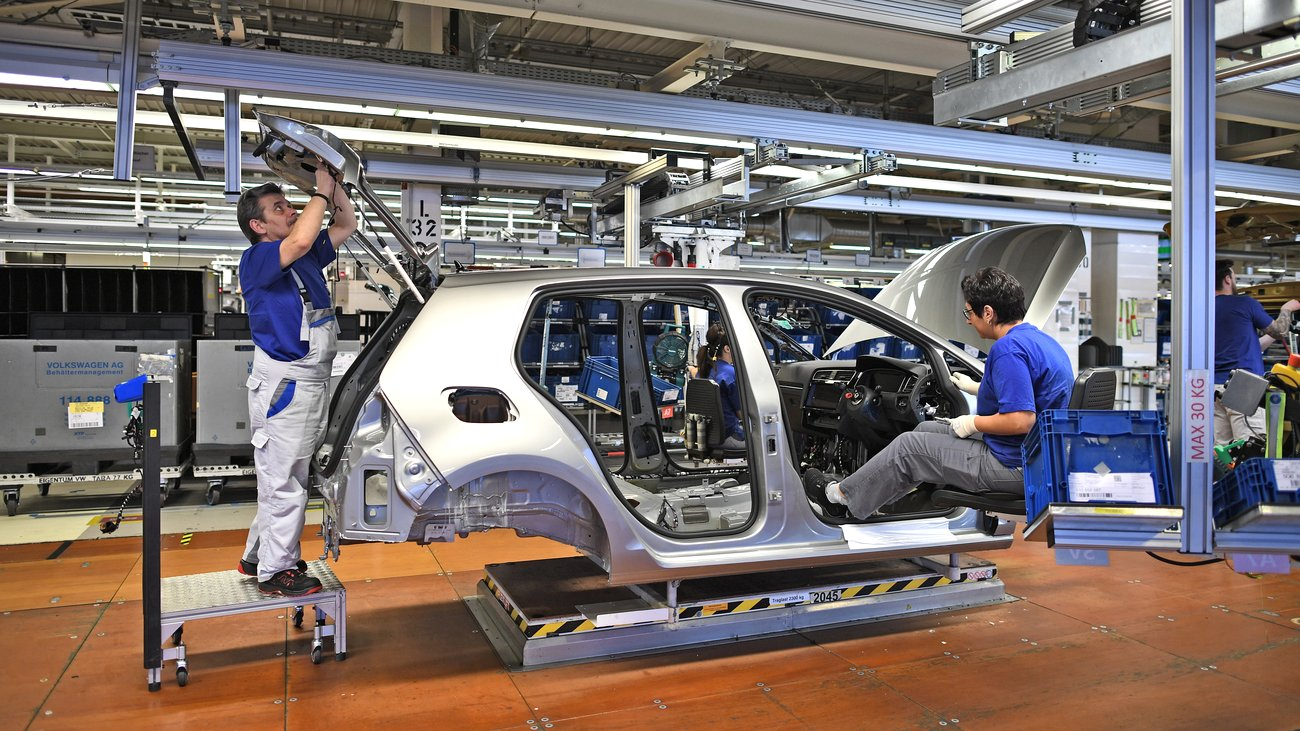 Απίθανο! Έκλεψαν ανενόχλητοι πάνω από 70 αυτοκίνητα μέσα από εργοστάσιο της Volkswagen