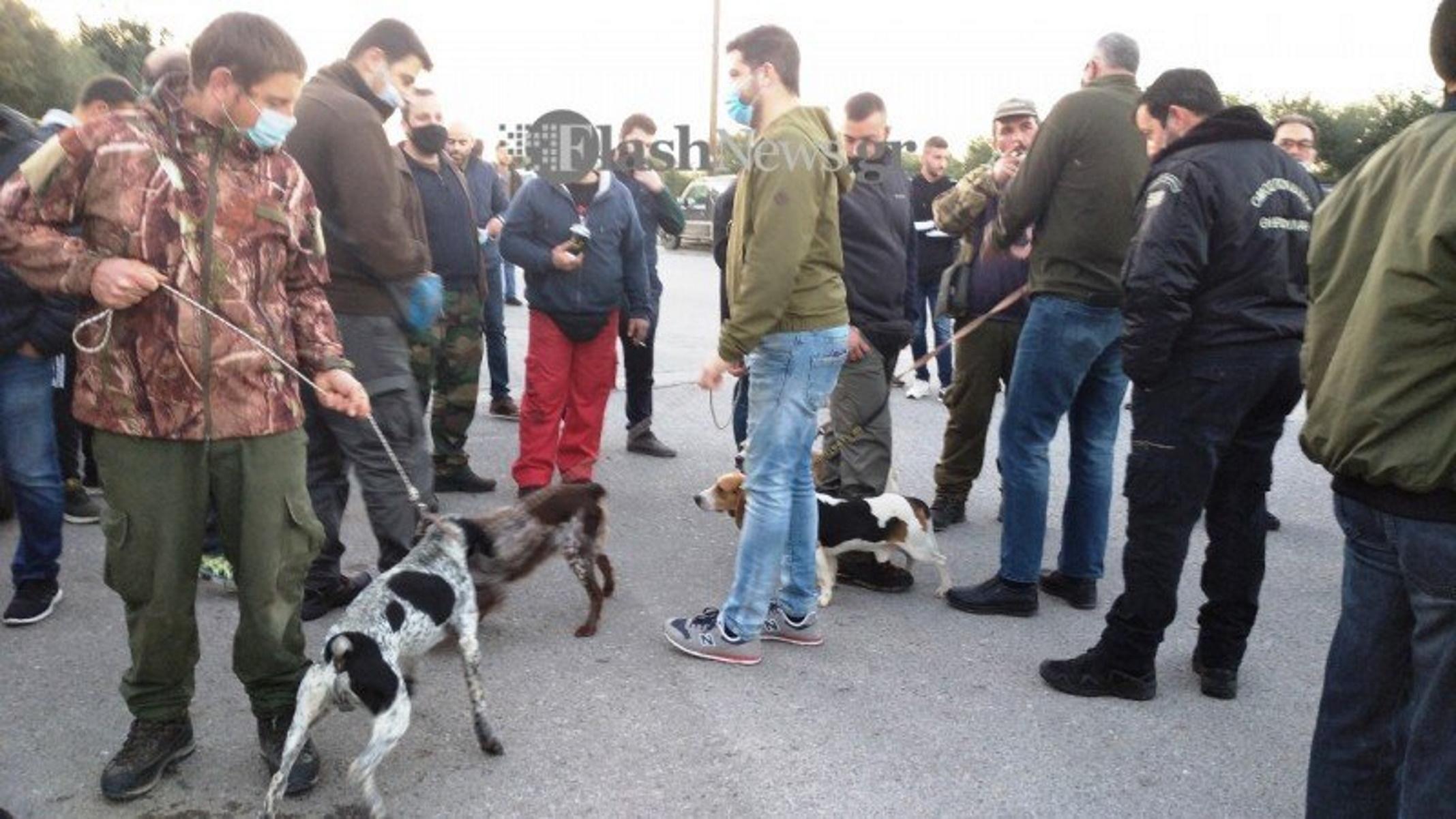 Χανιά: Συγκέντρωση διαμαρτυρίας κυνηγών με τα σκυλιά τους κατά της απαγόρευσης (pics, video)