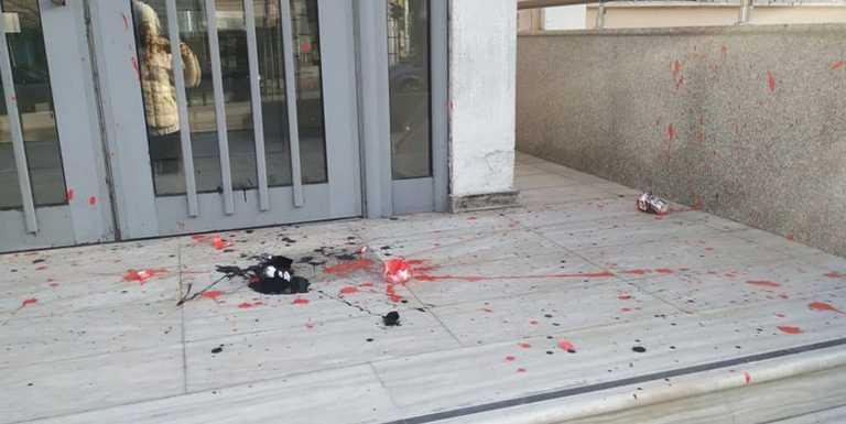 Ξάνθη: Επιδρομή βανδάλων σε δικαστήρια, δημαρχείο και Ρολόι (pics)