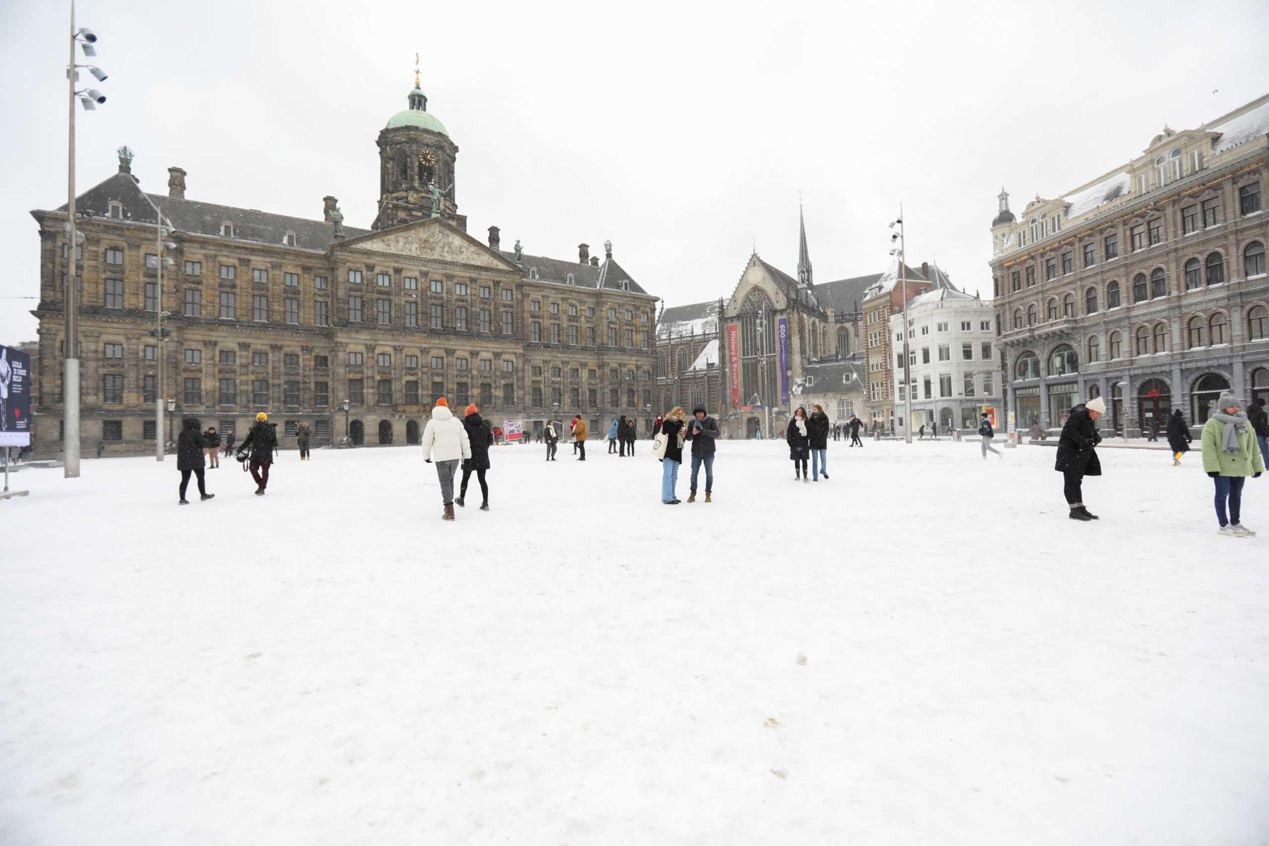 Ισχυρή χιονοθύελλα σαρώνει την Ολλανδία – Η πρώτη τα τελευταία 10 χρόνια