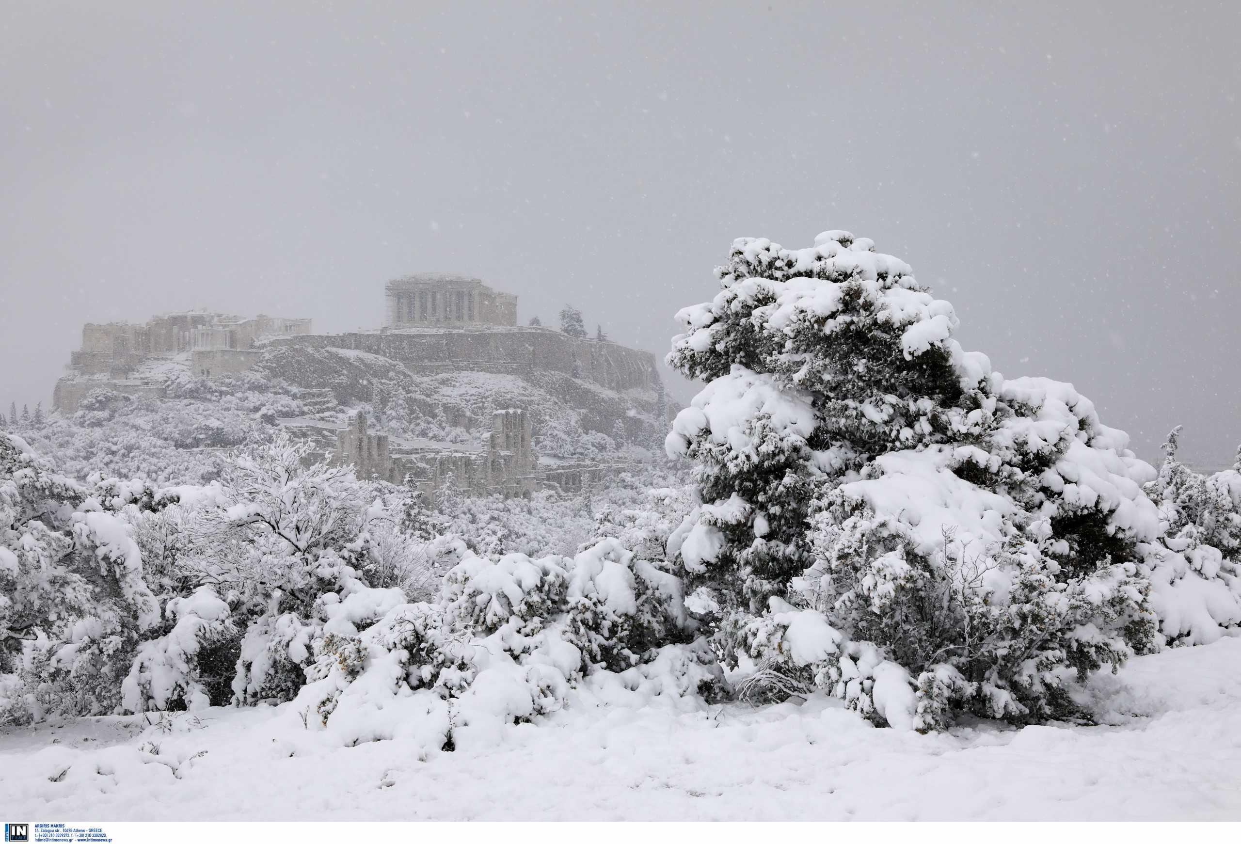 Η μαγική φωτογραφία της χιονισμένης Ακρόπολης που τρέλανε το Twitter