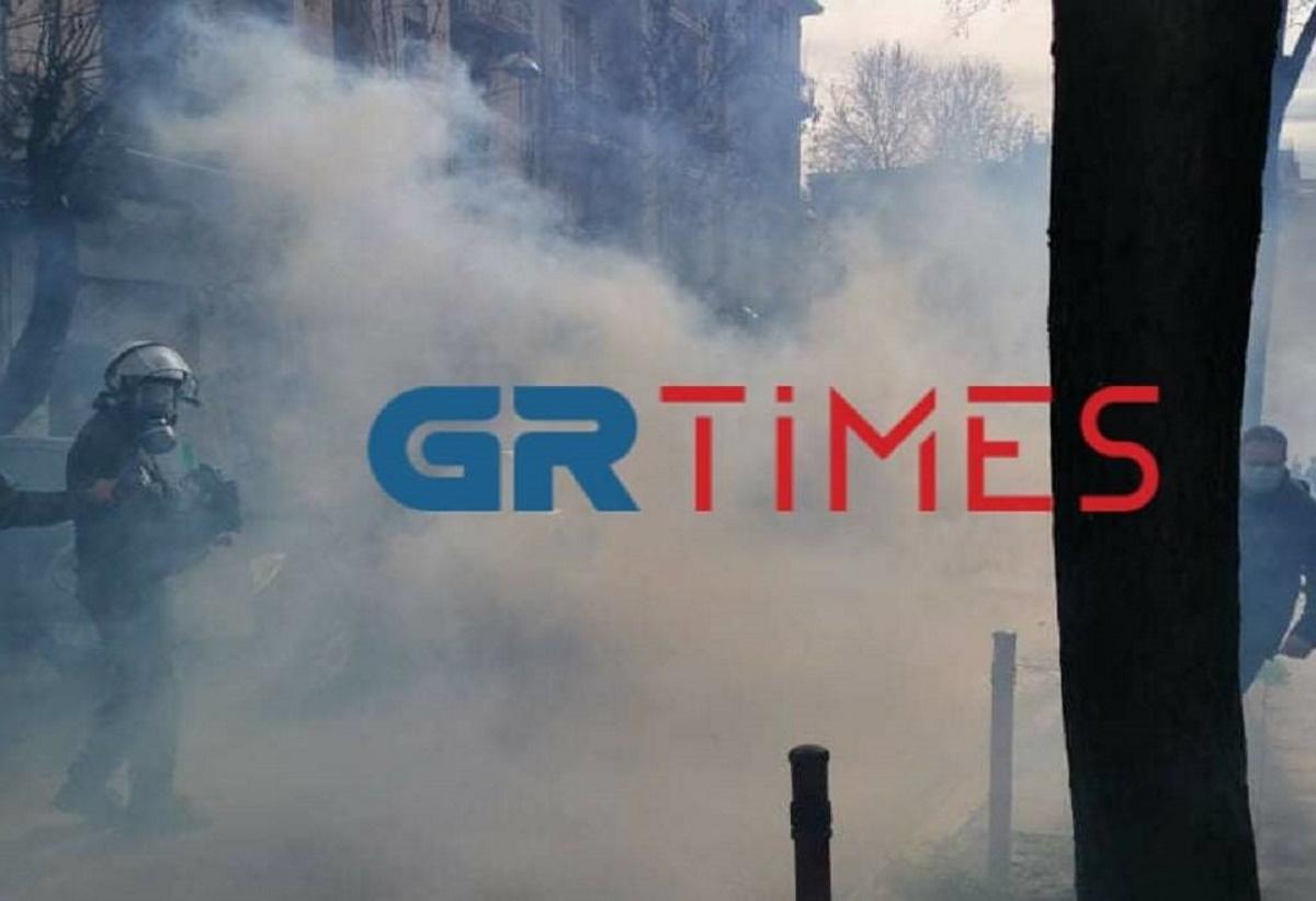 Θεσσαλονίκη: Επεισόδια και μπογιές σε βιτρίνες καταστημάτων