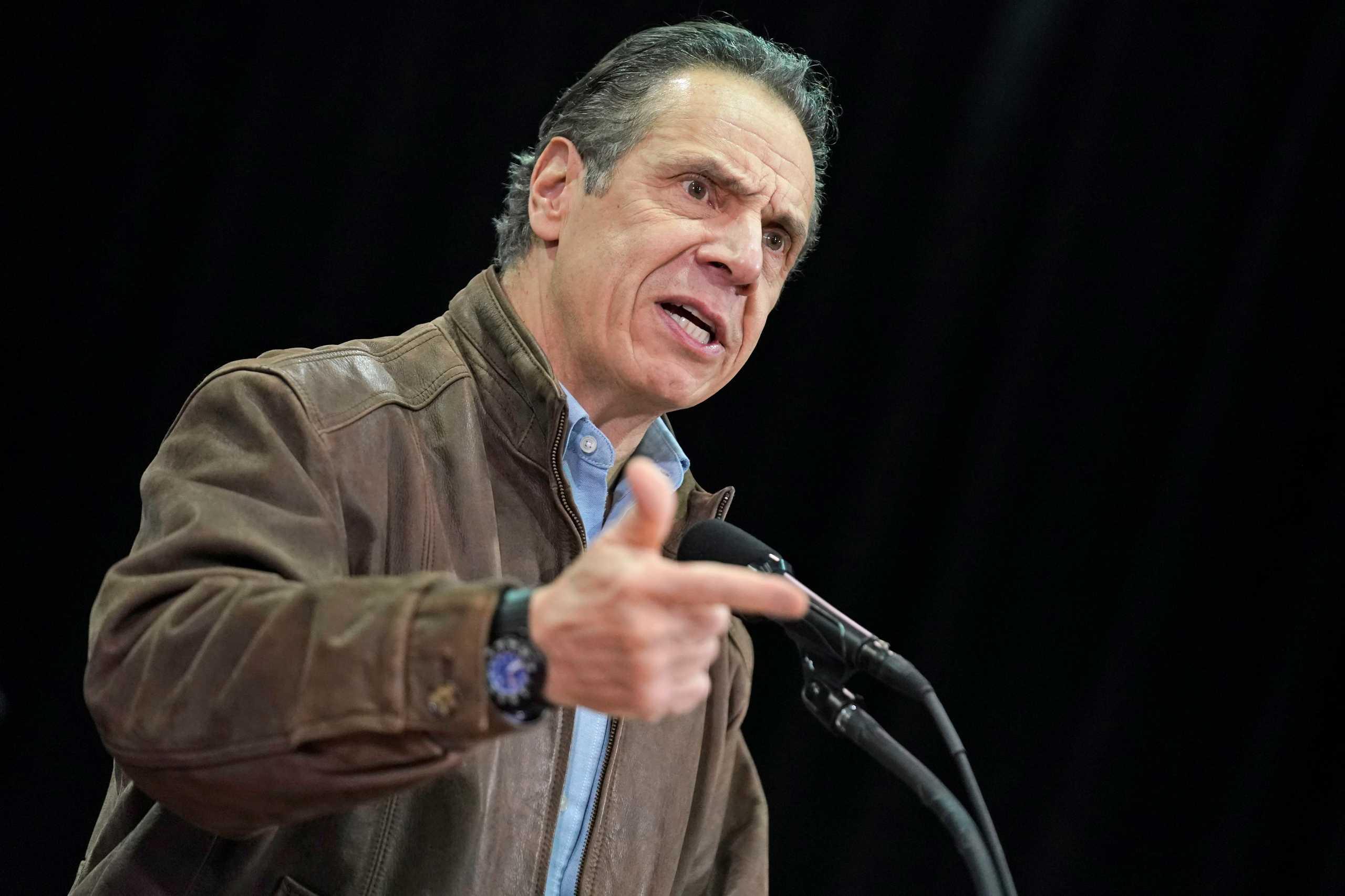 Ο κυβερνήτης της Νέας Υόρκης κατηγορείται για σεξουαλική παρενόχληση