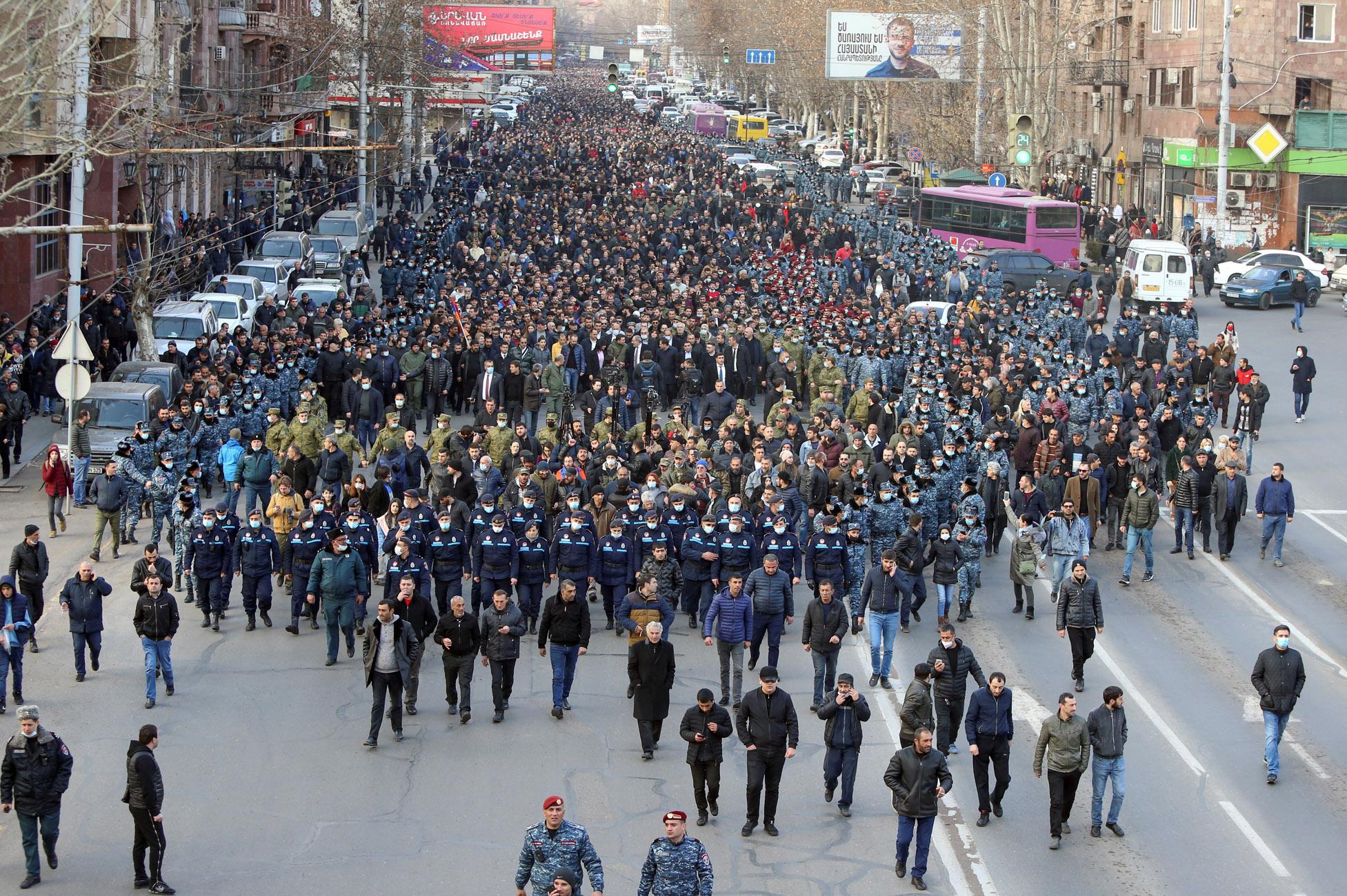 Αρμενία: Χιλιάδες διαδηλωτές ζητούν την παραίτηση Πασινιάν για την ήττα στο Ναγκόρνο Καραμπάχ