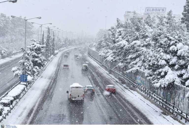Αθηνών – Λαμίας: Ανατροπή φορτηγού, έκλεισε λωρίδα κυκλοφορίας