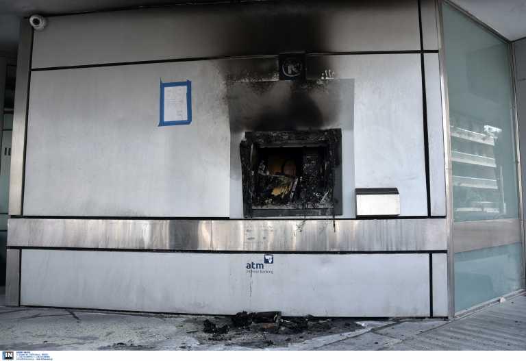 Εμπρησμοί ΑΤΜ σε Παγκράτι και Ελευσίνα – Αναζητούνται οι δράστες