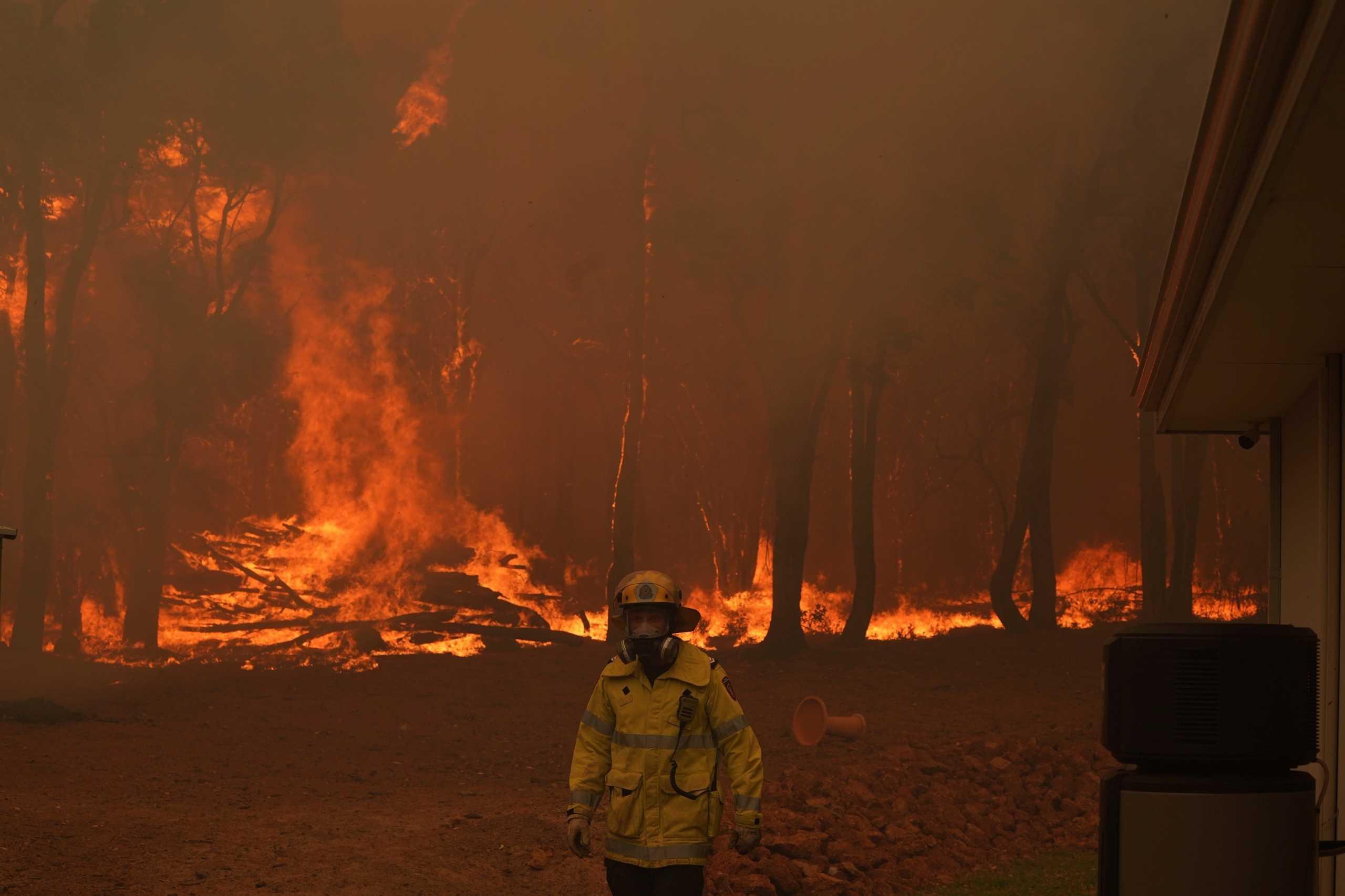 Αυστραλία: Πύρινη κόλαση στο Περθ – Μεγάλες πυρκαγιές καίνε σπίτια και καλλιέργειες